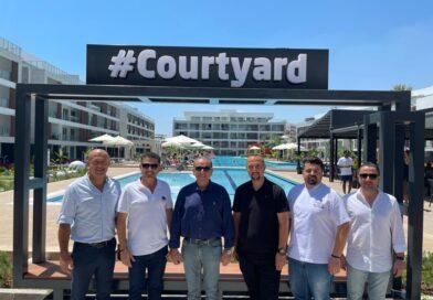 Ataoğlu ve Saner'den Courtyard Long Beach Ziyareti